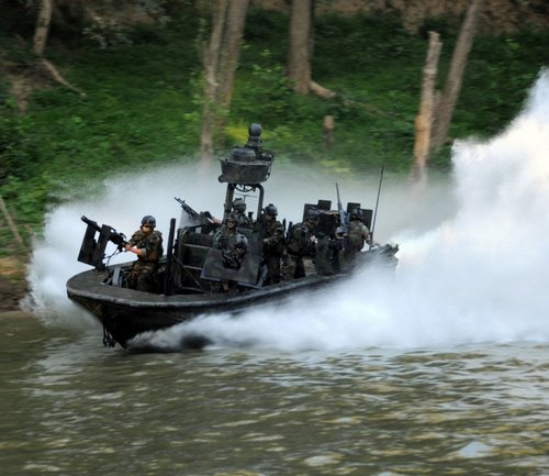 z6 seal river boats 960 6 Wallpaper pics: SEALs will take your River (100 HQ Photos)