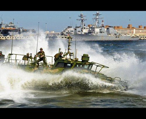 a1 seal river boats 960 73 copy Wallpaper pics: SEALs will take your River (100 HQ Photos)