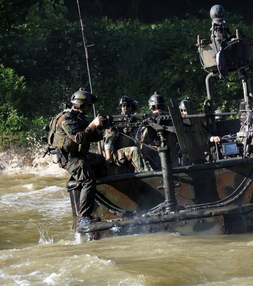 z6 seal river boats 960 9 Wallpaper pics: SEALs will take your River (100 HQ Photos)