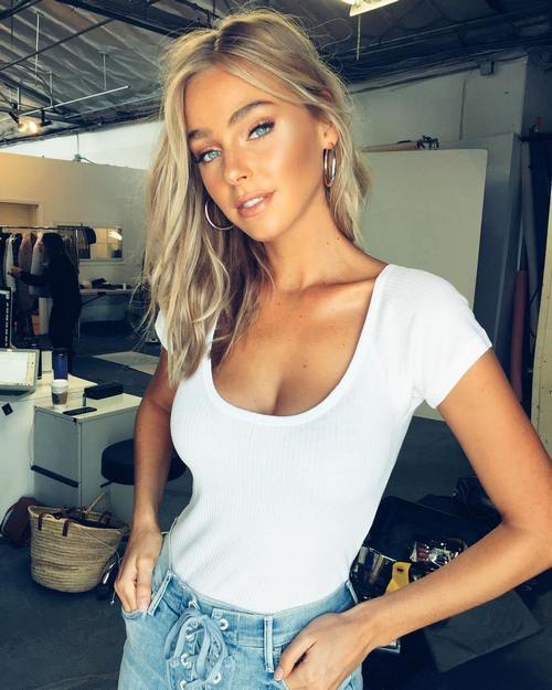Who's up for a white t-shirt contest? (46 Photos)