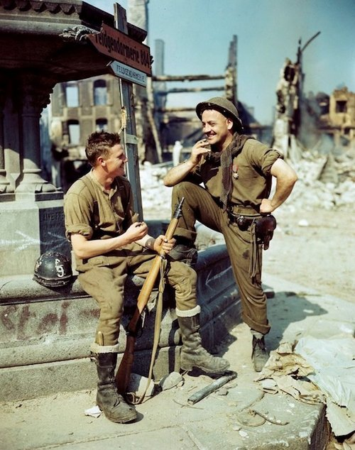 wwii colorized photos are a fascinating look at history xx photos 2511 WWII colorized photos are a fascinating look at history (44 Photos)