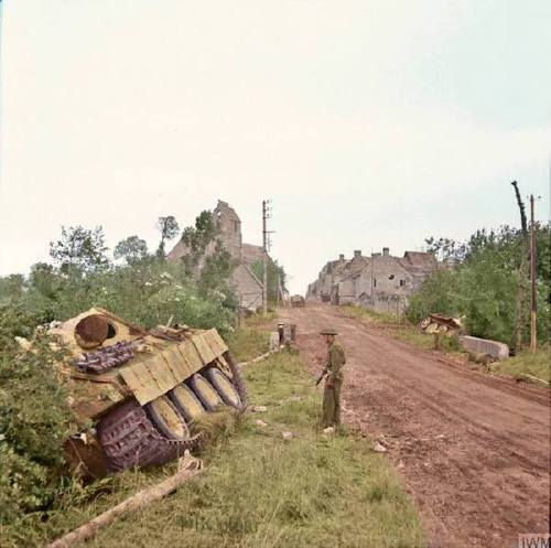 wwii colorized photos are a fascinating look at history xx photos 2518 WWII colorized photos are a fascinating look at history (44 Photos)