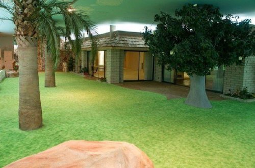 this retro cold war shelter in vegas is up for grabs and were tempted x photos 6 A sweet underground bomb shelter in Vegas is for sale, and color us interested (22 Photos)