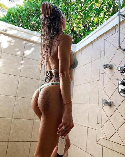 wet 251 Caution these girls are slippery when wet (46 Photos)