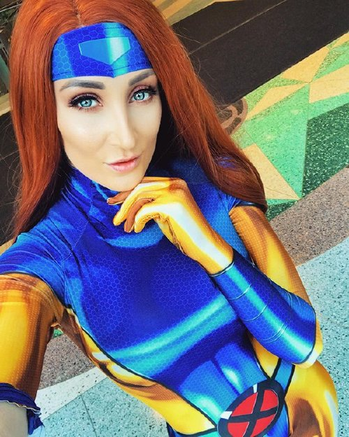 xx photos 2514 Cosplay cutie Holly Wolf is something else (42 Photos)
