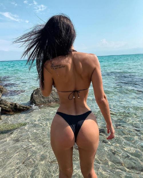 sofia official 43985257 276087766362290 6532343711857115136 n Enjoy a long trip down bikini lane (95 Photos)