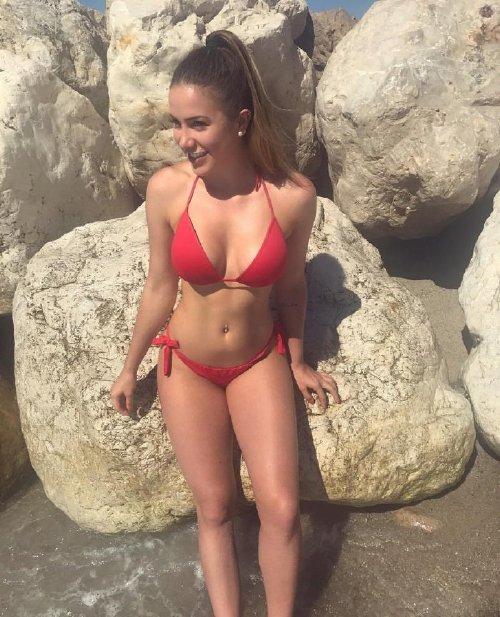d20695ee9185d761f25021ed64356be3 Enjoy a long trip down bikini lane (95 Photos)