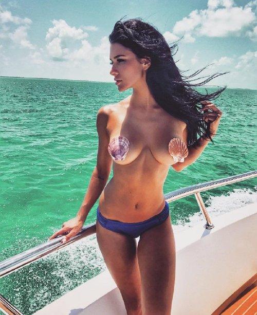 ee69f3fda68cdf5bc7e63701bf885cbe Enjoy a long trip down bikini lane (95 Photos)