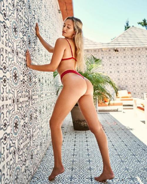 brookelilybrazelton 43403875 2236987086558122 319351025256051571 n Legs so long you dont know where they start or finish (50 Photos)