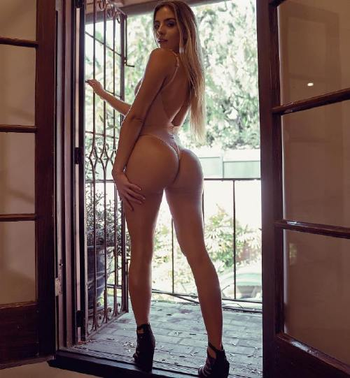xoobruna 43762637 1089567971212103 2643958301666330979 n Legs so long you dont know where they start or finish (50 Photos)