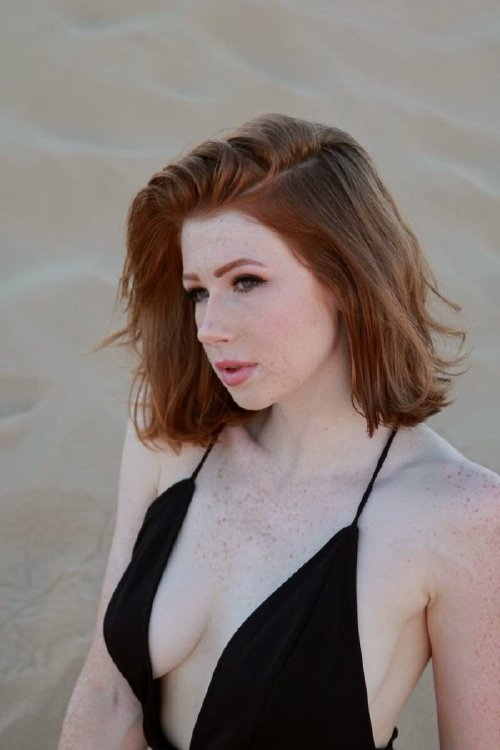 a6b6c0214c84a3548c72462fd66c8e4b The holidays are here, so celebrate with redheads!! (47 Photos)