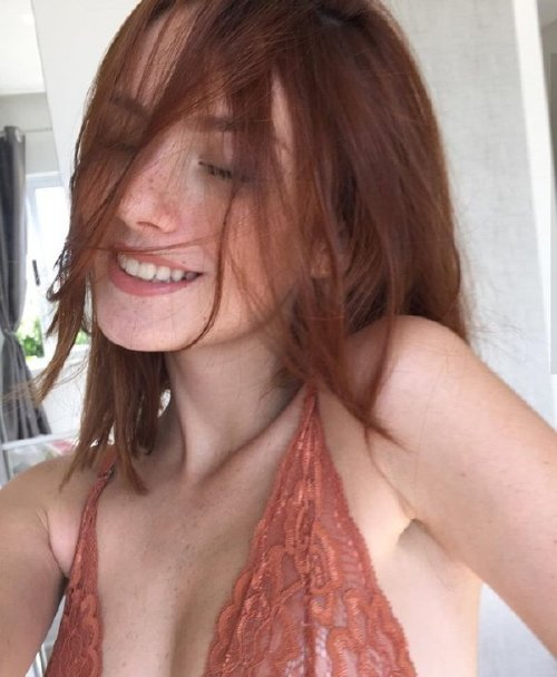 5a5e2a08a67f55a9fe08f63e18c02761 The holidays are here, so celebrate with redheads!! (47 Photos)