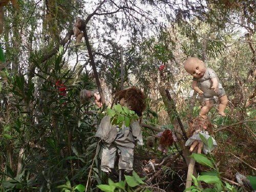 island of the dolls hanging around There are some tourist attractions you should just give a pass to (22 Photos)