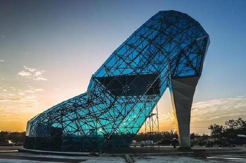 cinderella glass slipper church in chiayi taiwan 4 There are some tourist attractions you should just give a pass to (22 Photos)