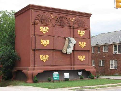 world s largest chest of drawers copy There are some tourist attractions you should just give a pass to (22 Photos)