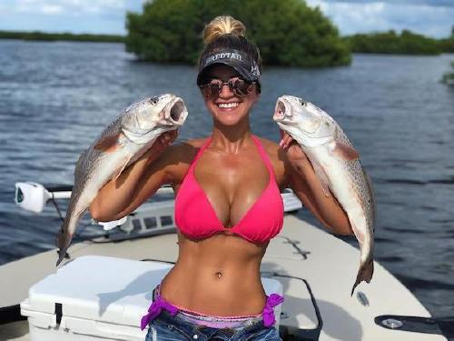 32675 n Cami can handle a fishing rod and rock a bikini at the same time (26 Photos)