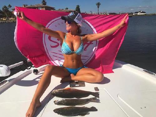 9959163 n Cami can handle a fishing rod and rock a bikini at the same time (26 Photos)