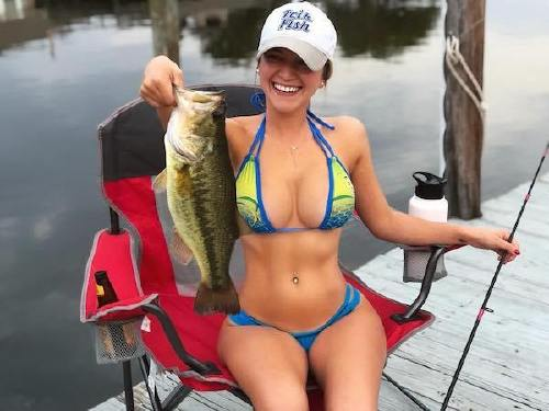 8779 n Cami can handle a fishing rod and rock a bikini at the same time (26 Photos)