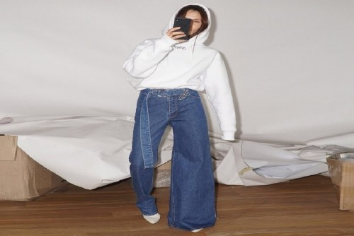 Asymmetrical Jeans: The Perfect Trend For Indecisive People