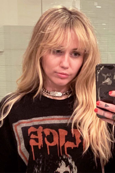 Miley Cyrus dyed her hair and looks just like Hannah Montana