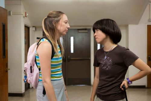 PEN15, from left: Anna Konkle, Maya Erskine, 'First Day', (Season 1, ep. 101, airs Feb. 8, 2019). photo: Alex Lombardi / Hulu / Courtesy: Everett Collection