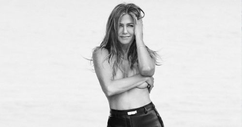 Jennifer Aniston Poses Topless For a Sexy Photo Shoot