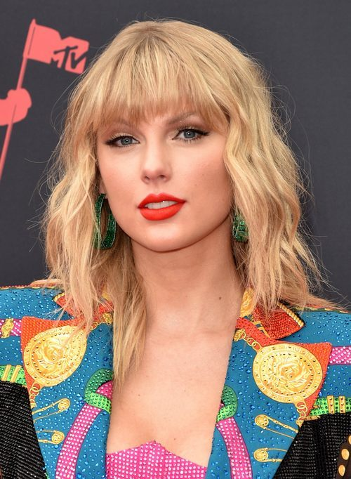 Taylor Swift Begs Fans For Help, Says Scooter Braun Feud Will Affect Her AMA Performance