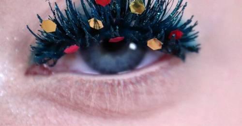Making your eyelashes look like Christmas trees
