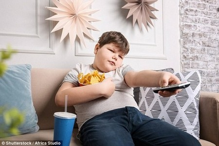The University College London study found poor children born most recently weighed 4.6 lb (2.1 kg) more than those who are better off (file photo)