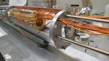 Side view of the non-neutral plasma trap and phosphor screen