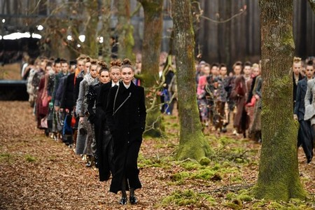 Chanel Brought the Great Outdoors in for an Autumnal Fall 2018 Extravaganza