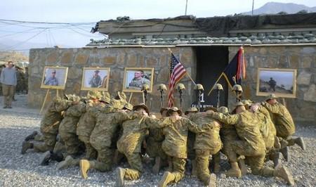 honoring a fallen soldier 20 photos 14 Honoring a fallen soldier (21 Photos)