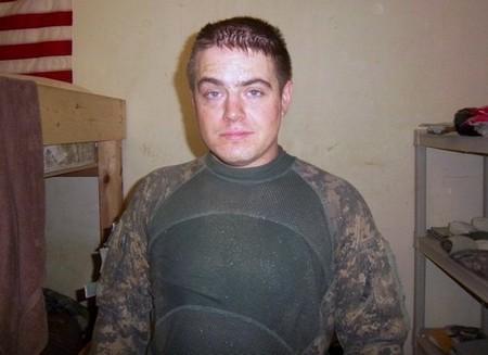 honoring a fallen soldier 20 photos 20 Honoring a fallen soldier (21 Photos)
