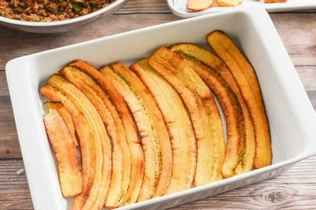 How to Make Pastelon layer the plantains