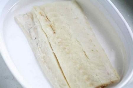 bacalao salt cod soaking in water