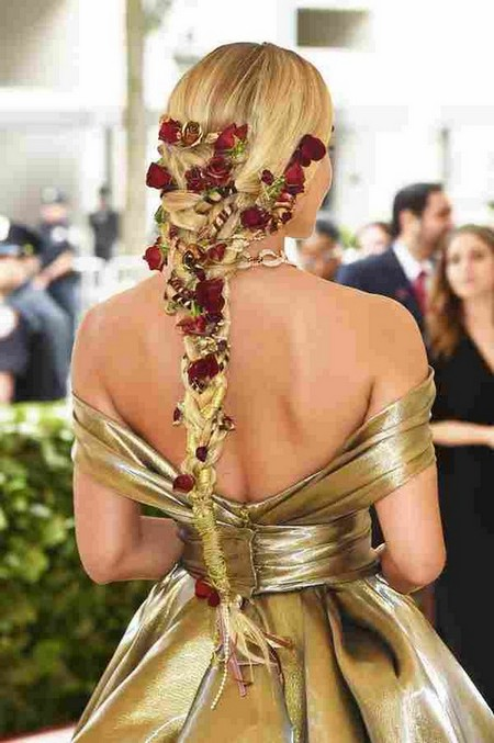 NEW YORK, NY - MAY 07: Jasmine Sanders attends the Heavenly Bodies: Fashion & The Catholic Imagination Costume Institute Gala at The Metropolitan Museum of Art on May 7, 2018 in New York City. (Photo by Jamie McCarthy/)