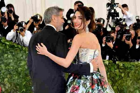 NEW YORK, NY - MAY 07: George Clooney (L) and Amal Clooney attend the Heavenly Bodies: Fashion & The Catholic Imagination Costume Institute Gala at The Metropolitan Museum of Art on May 7, 2018 in New York City. (Photo by Dia Dipasupil/WireImage)
