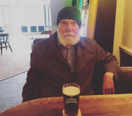 Bar manager makes a heartwarming appeal for regular who always drinks alone