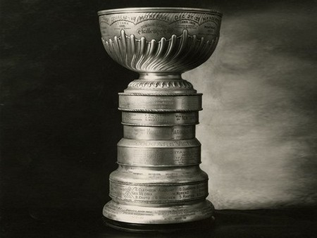 stanley cup 11 photos 11 Its crazy how many times the Stanley Cup has been lost or stolen (11 Photos)