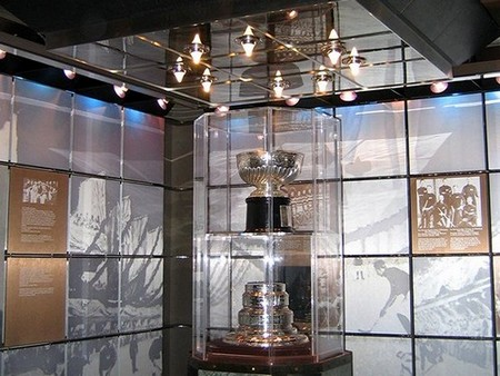 stanley cup 11 photos 6 Its crazy how many times the Stanley Cup has been lost or stolen (11 Photos)