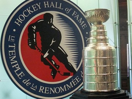 stanley cup 11 photos 8 Its crazy how many times the Stanley Cup has been lost or stolen (11 Photos)
