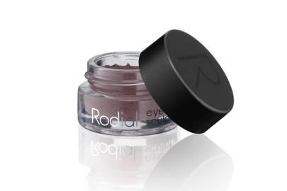 Margot Robbie's makeup artist reveals her insider tricks for red-carpet-ready makeup
