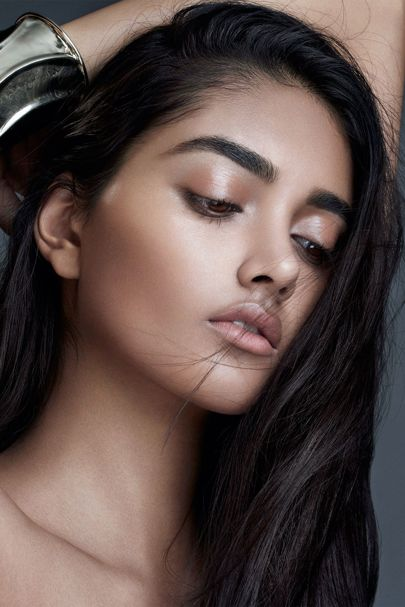 Strobing is the highlighter technique you need for glossy skin