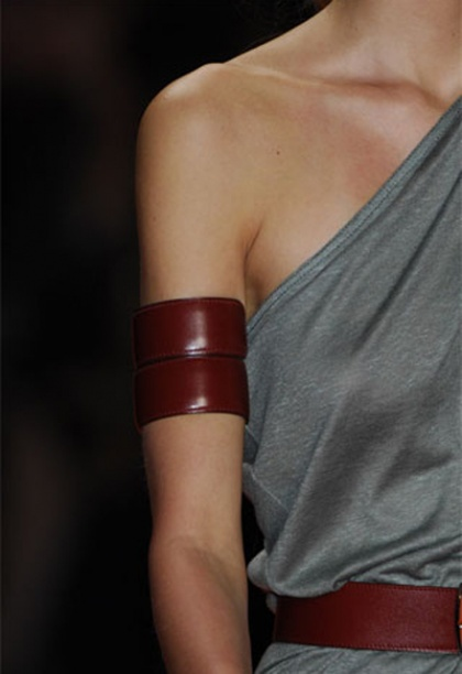 In the new season, accessories will surprise with the size and variety of shapes