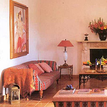According to Feng Shui, the combination of living room and kitchen can bring chaos into your life