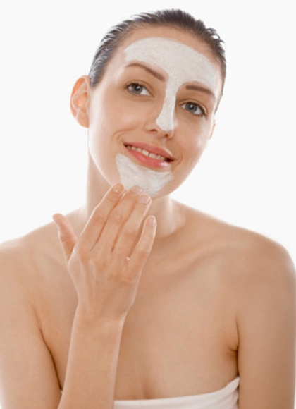 In the summer heat, you need to moisturize your skin and protect it from the sun