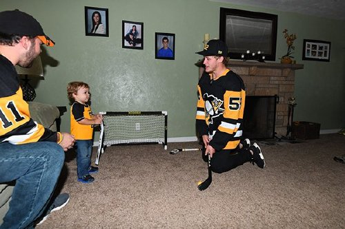 Sidney Crosby writes hooky note for kids, plays hockey with them all day, Photos