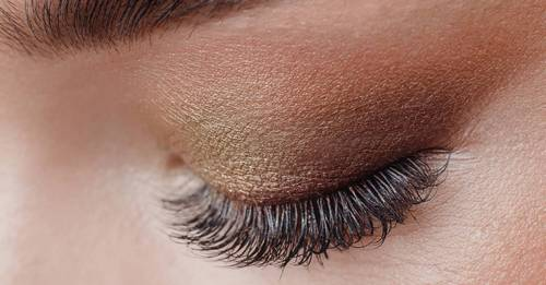 Here's all the ways your makeup is damaging your eyes (and it's pretty terrifying)