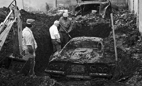 people have found some crazy sht buried in their backyards x photos 1 People have found some crazy sh*t buried in their backyards (18 Photos)
