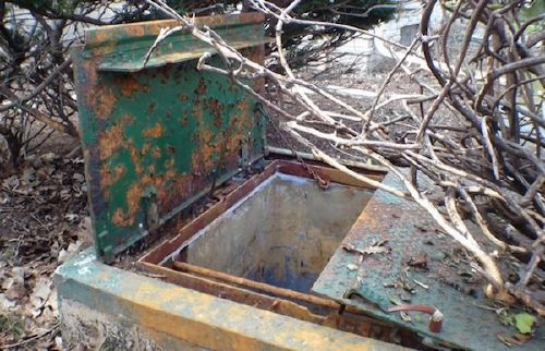 people have found some crazy sht buried in their backyards x photos 13 People have found some crazy sh*t buried in their backyards (18 Photos)